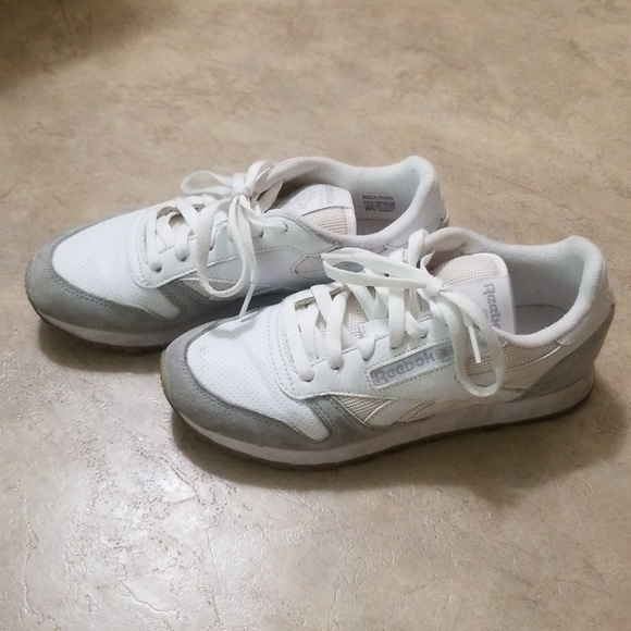 dc28adcbeb51b Reebok women s classic leather suede sneakers. M 5bf9ef7a819e90c010144959